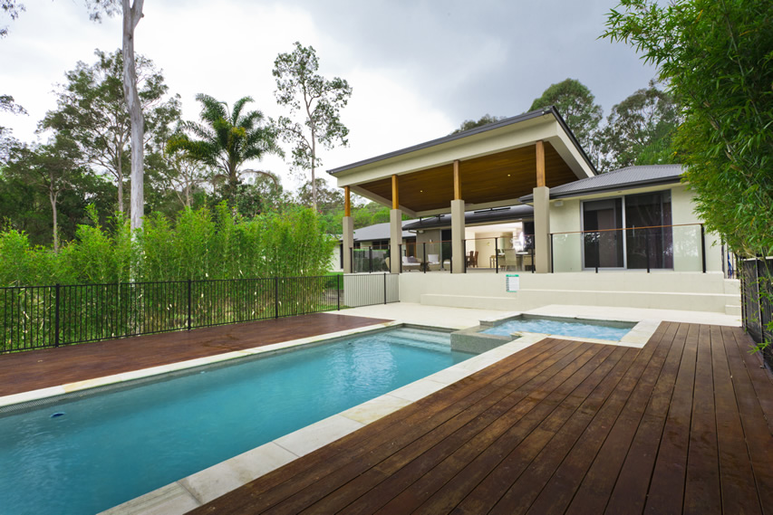 Cabana with Parapet, Kwila Decking & Glass Fencing